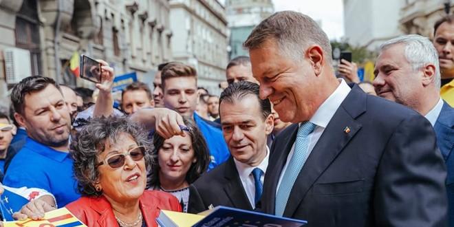 Klaus Iohannis, la depunerea candidaturii: <i>ŞTIU ce trebuie făcut şi împreună cu un guvern pro european, în jurul PNL-ului, vom face această muncă pentru români!</i>