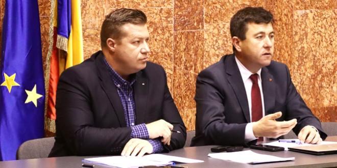 Problema banilor pentru despăgubirile în urma inundaţiilor şi a celor pentru Protecţia Copilului, discutate la Colegiul Prefectural