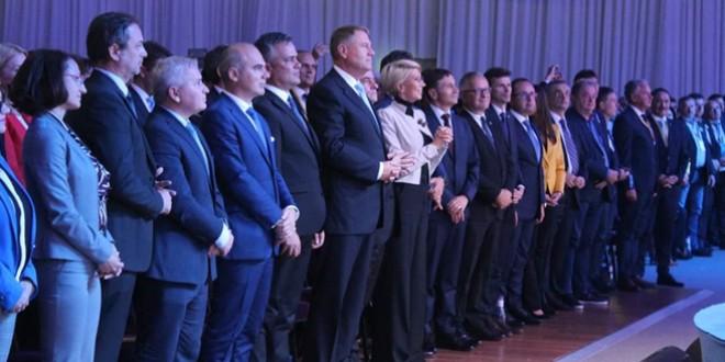 Iohannis şi PNL au învins PSD. Ce urmează după moţiunea de cenzură?