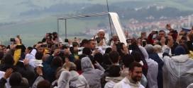 """""""Pe urmele Papei Francisc"""" – un nou traseu tematic în Harghita, lansat cu prilejul Zilei Internaţionale a Turismului"""