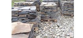 15 percheziţii domiciliare, la persoane bănuite de exploatarea şi comercializarea ilicită a pietrei de andezit, de pe un teren aflat într-o arie protejată