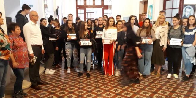 """Cunoaşterea limbii române """"şterge prejudecăţi şi este o poartă deschisă spre lume, spre o mai bună comunicare"""""""