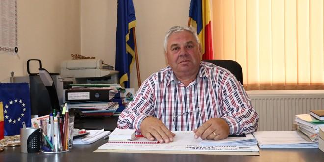 <h6><i>De vorbă cu Valentin Mîndru despre comuna Sărmaş (I)</i></h6>În momentul de faţă, obiectivele primăriei sunt extinderea reţelei de apă şi canalizare, apoi repararea drumurilor