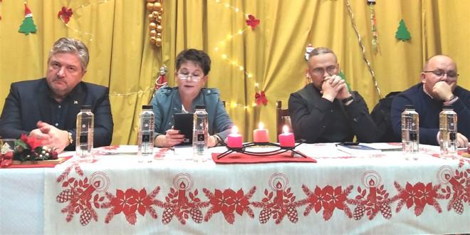 """Volumul """"365 de lămuriri în compania lui Laurenţiu-Ciprian Tudor"""" prezentat publicului din Miercurea Ciuc"""