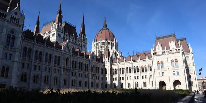 """<h5><i>În 2020, anul solidarităţii naţionale maghiare, în care Ungaria comemorează 100 de ani de la Trianon</i></h5>Radio Kossuth a inaugurat emisiunea în 200 de ediţii """"Cred într-o patrie"""""""