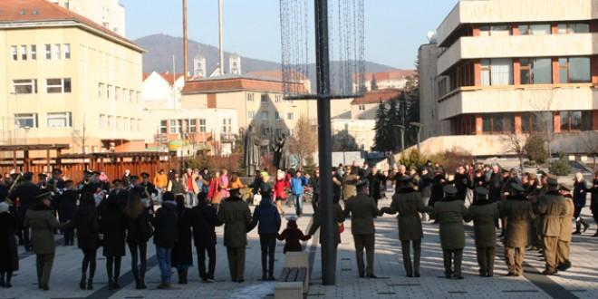 <h6><i>Sărbătorirea a 161 de ani de la Unirea Principatelor Române</i></h6>Hora Unirii în centrul municipiului Miercurea Ciuc