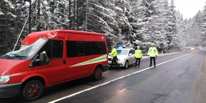 Drumul spre Lacu Roșu a fost închis