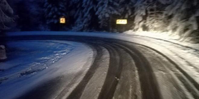 Se circulă în condiții de iarnă în zonele înalte din Harghita