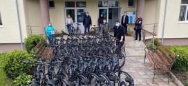 De ziua copilului, elevii din ciclul gimnazial din Corbu au primit în dar câte o bicicletă din partea Primăriei