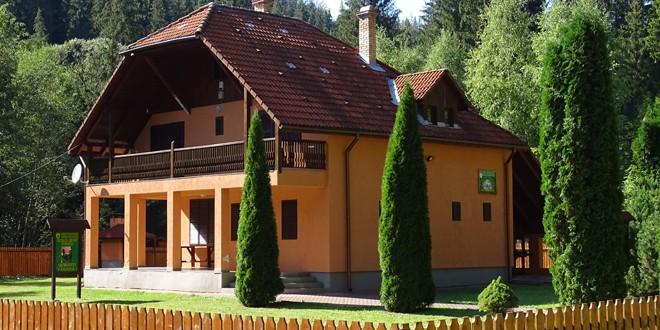 Fostele cabane de vânătoare ale Direcţiei Silvice Harghita, disponibile pentru turiştii care doresc să petreacă timp liber în natură