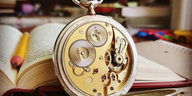 Despre timp şi orologerie cu prof. Cristian Teleucă