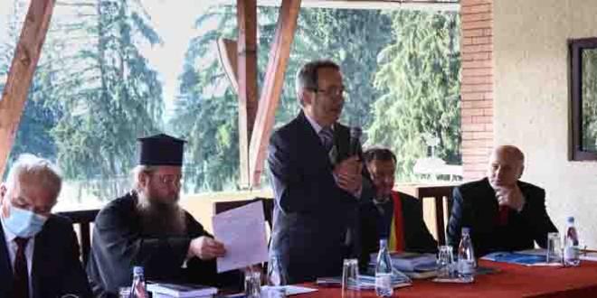 <h5>Izvoru Mureșului: Sesiunea Naţională de Comunicări Ştiinţifice <i>Românii din Sud-Estul Transilvaniei. Istorie. Cultură. Civilizaţie</i></h5> Ediţia a XXVI-a a fost dedicată împlinirii a 100 de ani de la recunoaşterea internaţională a Marii Uniri prin Tratatul de pace de la Trianon