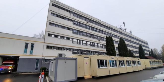 Spital modular destinat pacienţilor suspecţi de COVID-19, construit în curtea spitalului judeţean