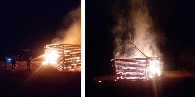 <h5><i>Aseară, în Gălăuțaș:</i></h5> Un grajd cu șură și două tone de fân, arse într-un incendiu
