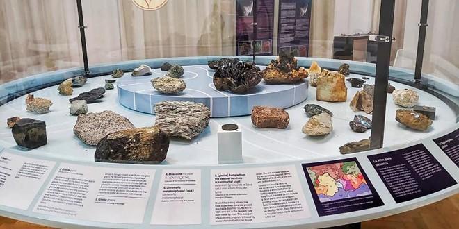 """Povestea formării Lunii şi a Pământului, la Muzeul de Artă Braşov în expoziţia-eveniment """"Moon Impact, a geological story"""""""
