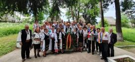 """Oaspeţi clujeni, membri ai Societăţii cultural-patriotice """"Avram Iancu"""", în vizită de documentare la românii din judeţele Harghita și Covasna"""