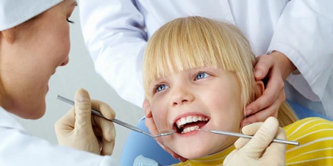 La propunerea medicilor dentişti: Ministerul Sănătăţii are în vedere un pachet special de servicii stomatologice pentru copii şi vârstnici
