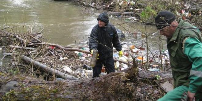 În Bazinul Hidrografic Olt a început tradiţionala campanie de ecologizare, care se va termina după vacanţa de 1 Mai