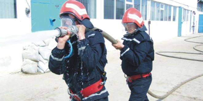 Vlăhiţa: Incendiu la o hală de producţie a unei firme de prelucrare brută a lemnului