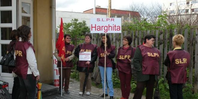 Sediul Oficiului Judeţean de Poştă Harghita a fost pichetat de mai mulţi angajaţi