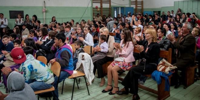 """Festivalul-concurs """"Prietenia"""": copii şi tineri din centrele de plasament din judeţ şi-au etalat talentele la Subcetate"""