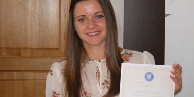 După 4 ani de navetă: Raluca-Maria Suciu a fost premiată de Minister pentru media 10 de la BAC