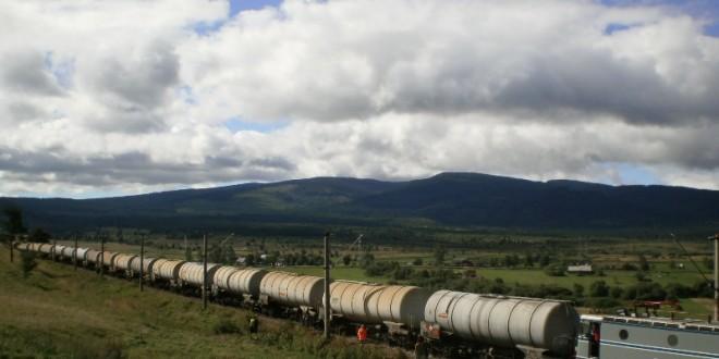 Un vagon al unui tren încărcat cu motorină a deraiat între Voşlăbeni şi Izvoru-Mureşului