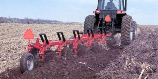 Seceta din Harghita împiedică efectuarea corespunzătoare a arăturilor pentru culturile de primăvară