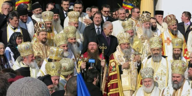 """Întronizarea noului episcop al Covasnei şi Harghitei, PS Andrei: """"Având în vedere că românii sunt în minoritate în această parte de ţară, crucea este destul de grea"""""""