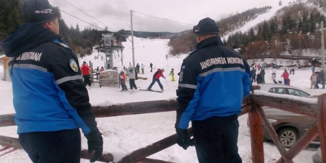 Jandarmii montani au intervenit pe pârtiile de schi din judeţ