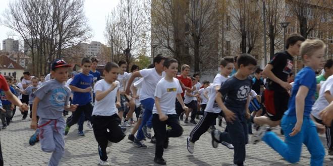 Peste 280 de tineri au luat startul în Crosul Tineretului