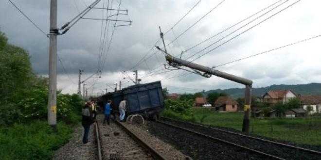 Şase trenuri de călători anulate pe mai multe rute, în urma deraierii unui tren de marfă în Mureş, la graniţa cu judeţul Harghita