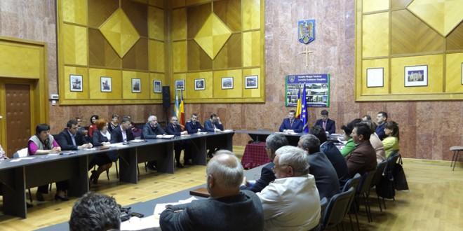 Prefectul judeţului a solicitat Ministerului Mediului avizarea relocării mai multor urşi