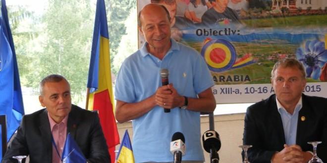 """Traian Băsescu: """"Eu cred că noi nu umblăm cu degetul pe harta Ungariei, pentru că am putea umbla de la frontieră până la Tisa, dar suntem decenţi şi bine crescuţi"""""""