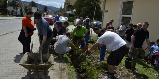 Amenajarea unei zone verzi în Bălan, cu implicarea elevilor din localitate