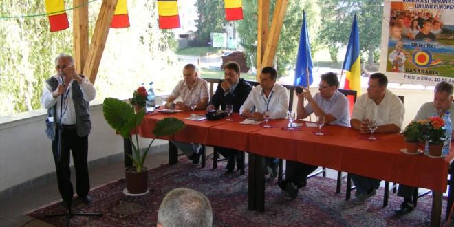 Fără o implicare serioasă a României, comunităţile românilor din jurul frontierelor şi Balcani îşi vor pierde identitatea