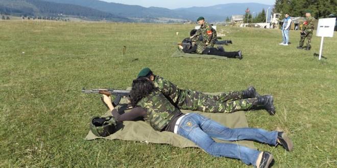 Premergător Zilei Armatei Române: Exerciţii demonstrative şi Cupa Presei la tir