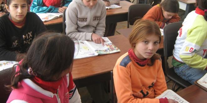 Topliţa: Şcoala unde învaţă copiii rromi (I)