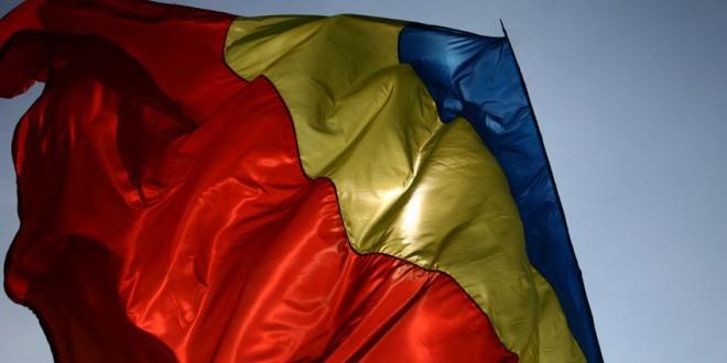 """Acţiunea """"Români pentru români"""" – o mie de steaguri tricolore pentru românii din Covasna şi Harghita"""