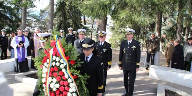 Militarii Forţelor Navale au adus un omagiu la Monumentul din Cimitirul Eroilor din Miercurea-Ciuc