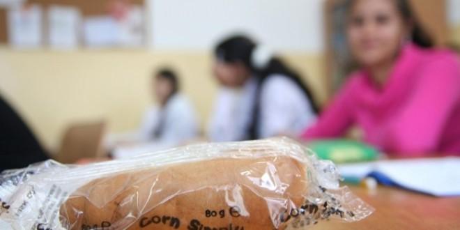 Amendă de 10.000 de lei pentru o firmă din Cluj pentru nereguli privind distribuţia cornurilor în şcoli