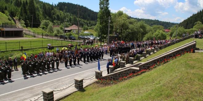 De Înălţare, românii îşi îndreaptă privirea către cer, acolo unde se află eroii neamului