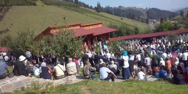 Hramul Mănăstirii Făgeţel de la izvorul Trotuşului