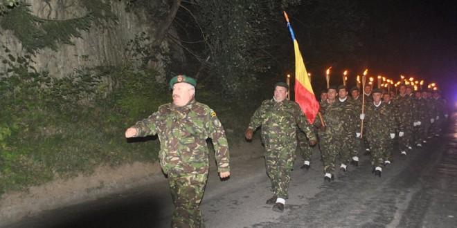 La 100 de ani de la intrarea României în Primul Război Mondial: Vânătorii de munte harghiteni au trecut simbolic Carpaţii