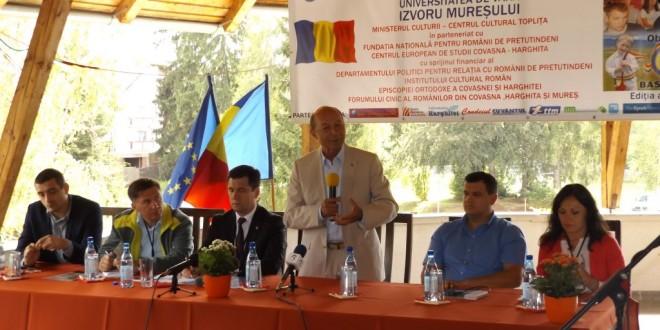 Traian Băsescu la Izvoru-Mureşului: În momentul de faţă unirea României cu Republica Moldova depinde strict de cetăţenii Republicii Moldova şi de politicienii de la Chişinău