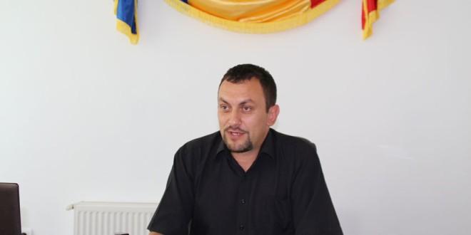 Interviu cu noul primar al comunei Corbu despre ceea ce a găsit la Primărie şi despre o parte din planurile pentru comunitate (I)