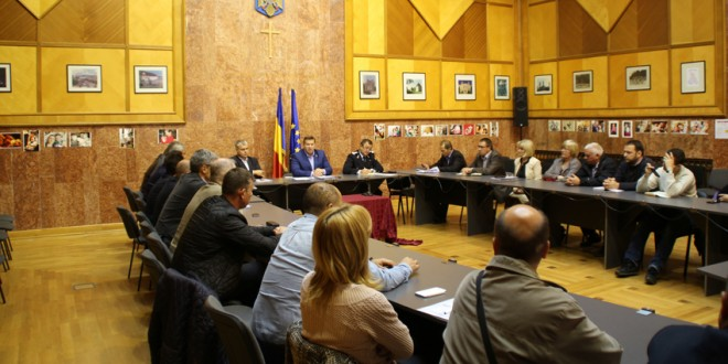 Comitetul pentru Situaţii de Urgenţă s-a întrunit în şedinţă pentru a aproba evaluarea pagubelor produse de inundaţiile de la sfârşitul lunii august