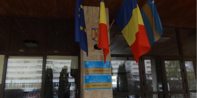 Curtea de Apel a respins recursul Consiliului Judeţean Harghita: Instituţia trebuie să înlăture drapelul secuiesc de pe instituţie şi din sala de şedinţe