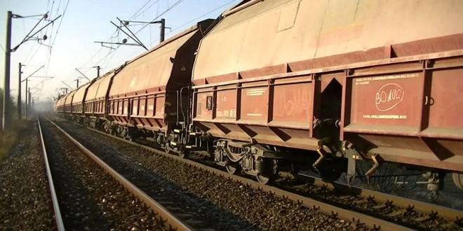 Tren de marfă, deraiat la intrarea în Ditrău