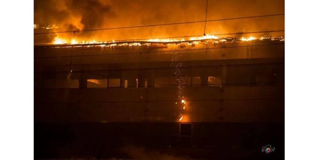 Incendiu violent la secţia din Topliţa a fabricii de viori Reghin